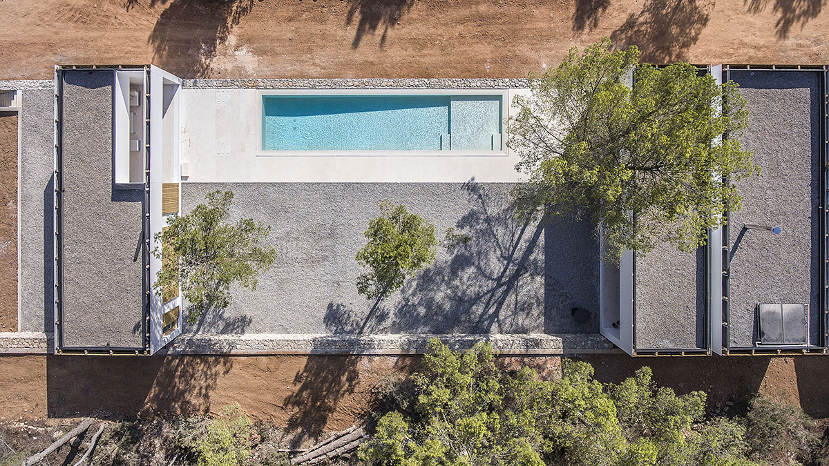 Fragmented all-white family house on the island of Ibiza by Marià Castelló Architecture